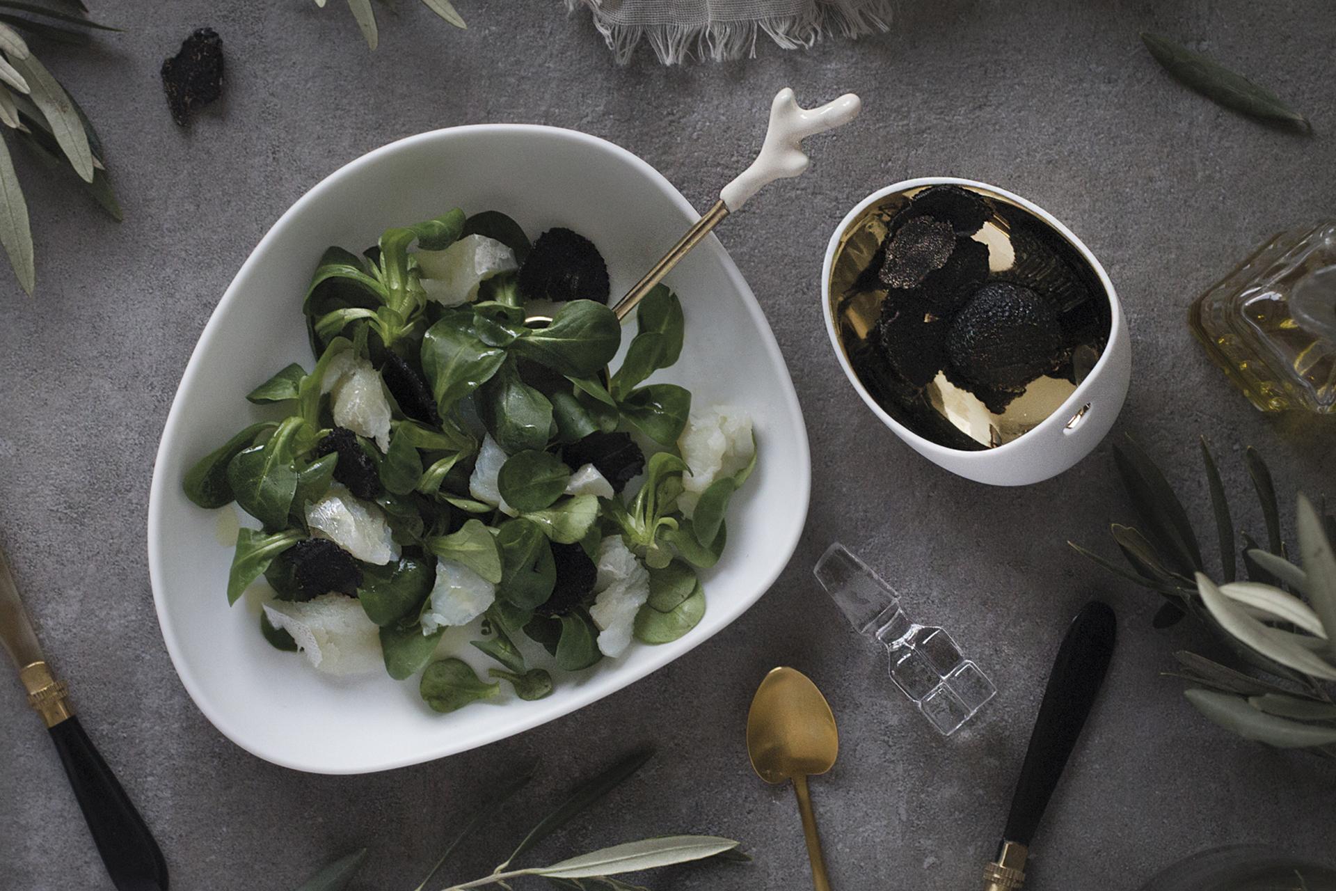 Image recetas-ensalada-bacalo-trufa-cocinas-santos-santiago-interiores-02