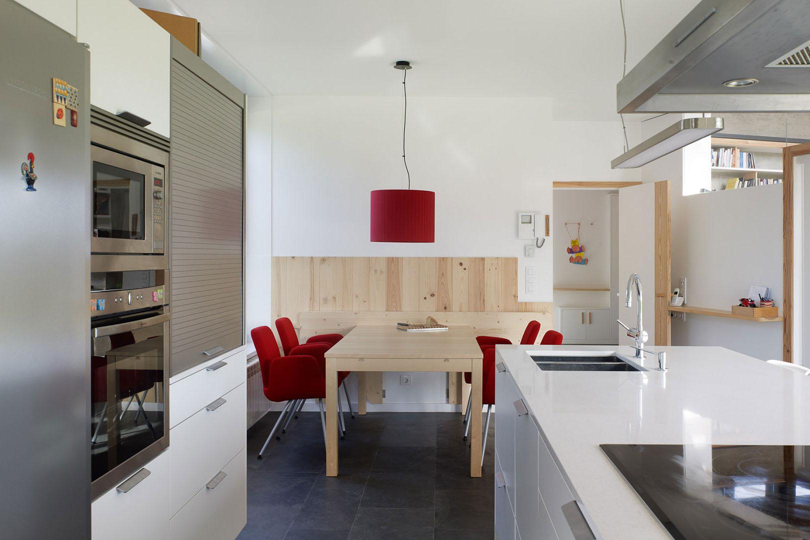 5 ideas para distribuir la cocina cocinas santos for Distribucion muebles cocina