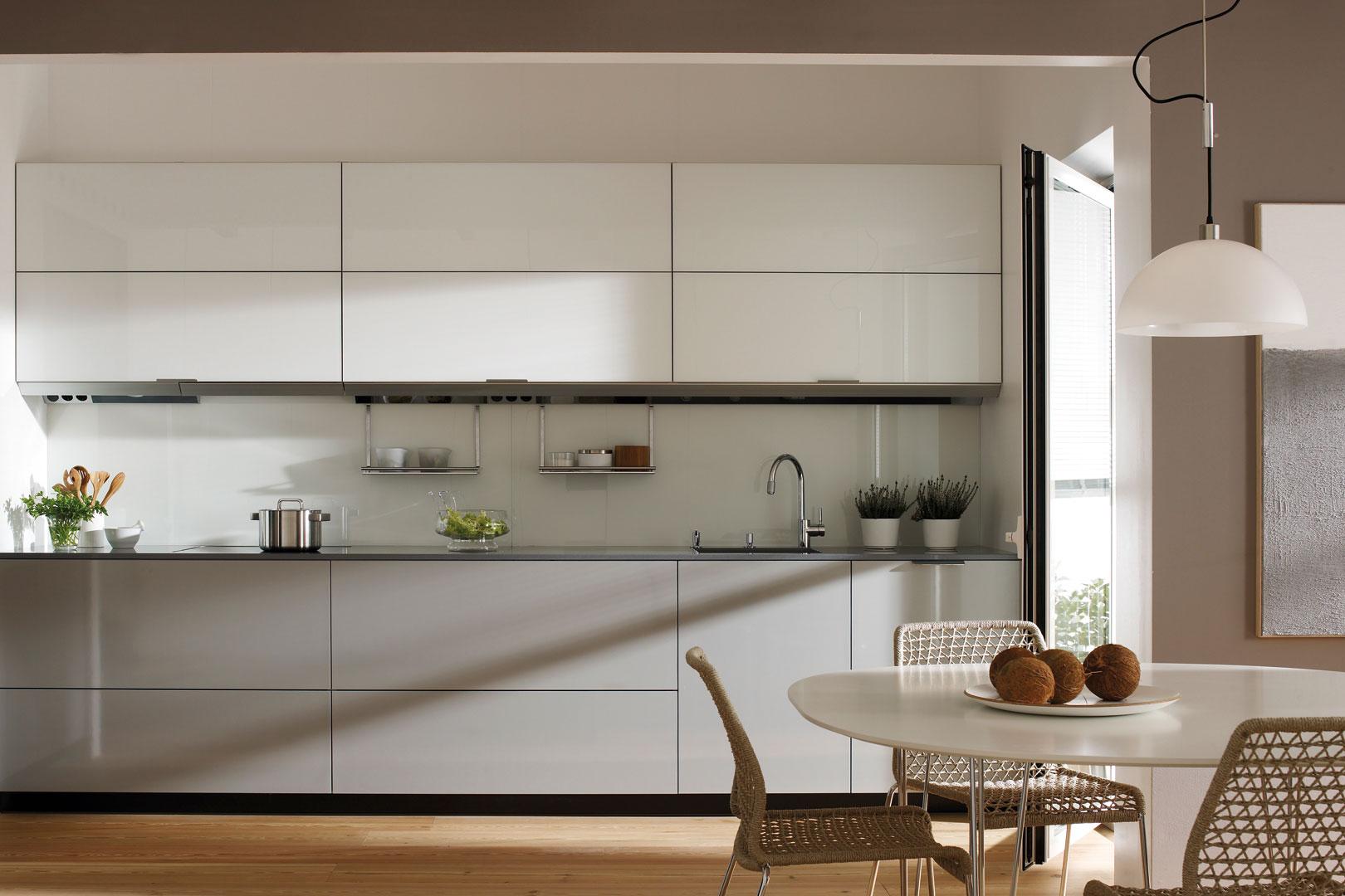 Cocinas grises tendencias cocinas santos santiago for Color credence cocina blanca
