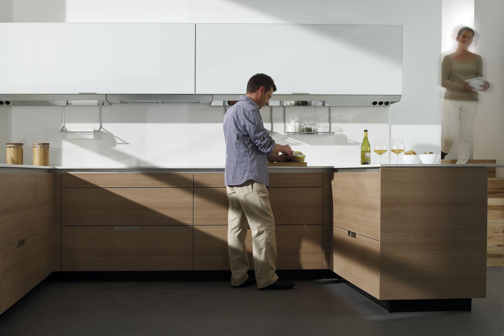 Campanas extractoras de cocina: cómo acertar | Campana integrada pared | Cocinas Santos | Santiago Interiores