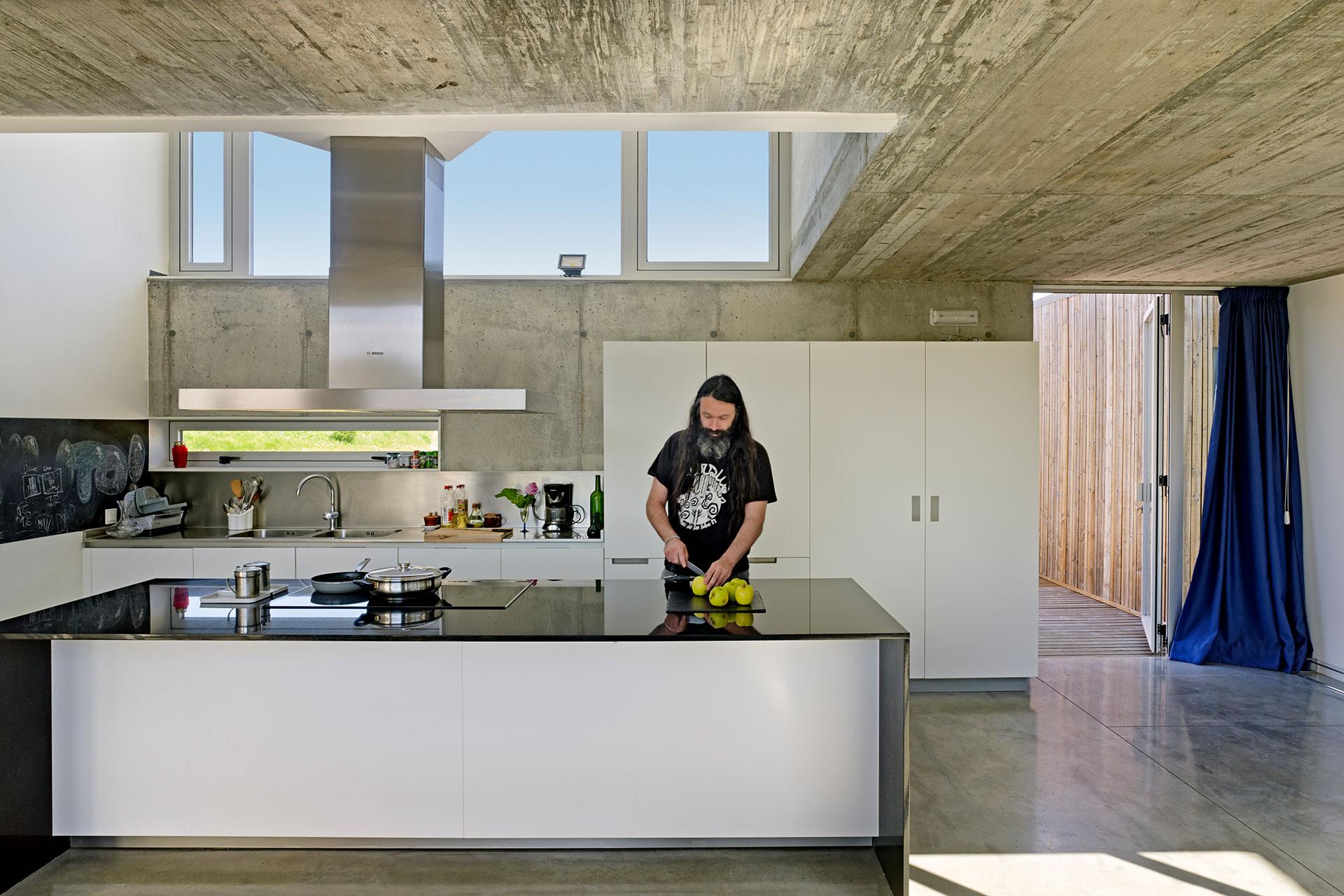 14 cocinas con isla para inspirarte fotos consejos y medidas - Cocina con isla central ...