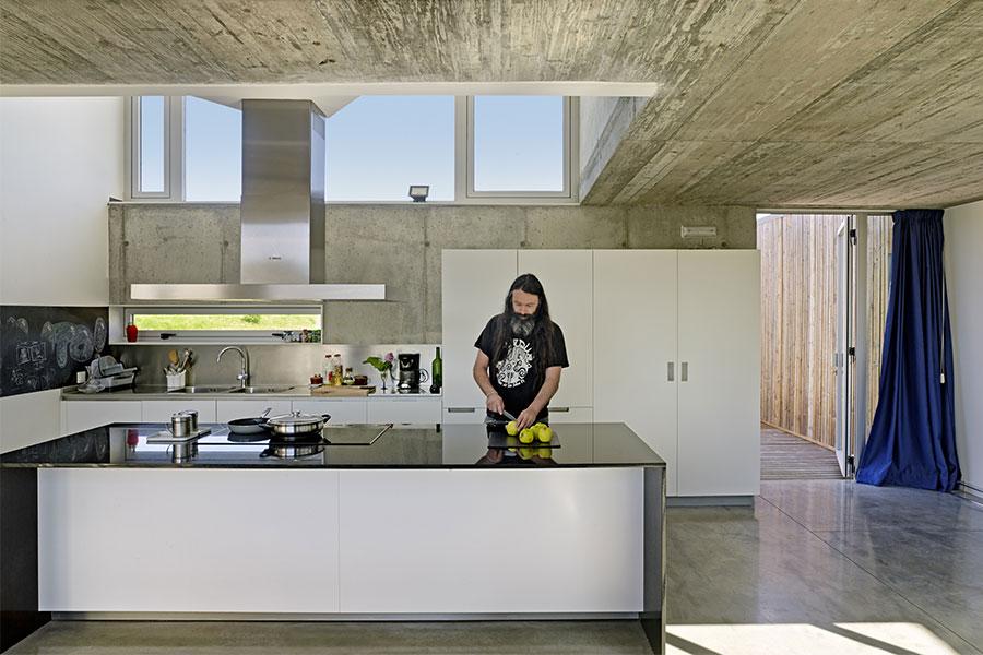 Proyecto Santiago Interiores - Casa Escribenta, homenaje a la luz - Cocinas Santos