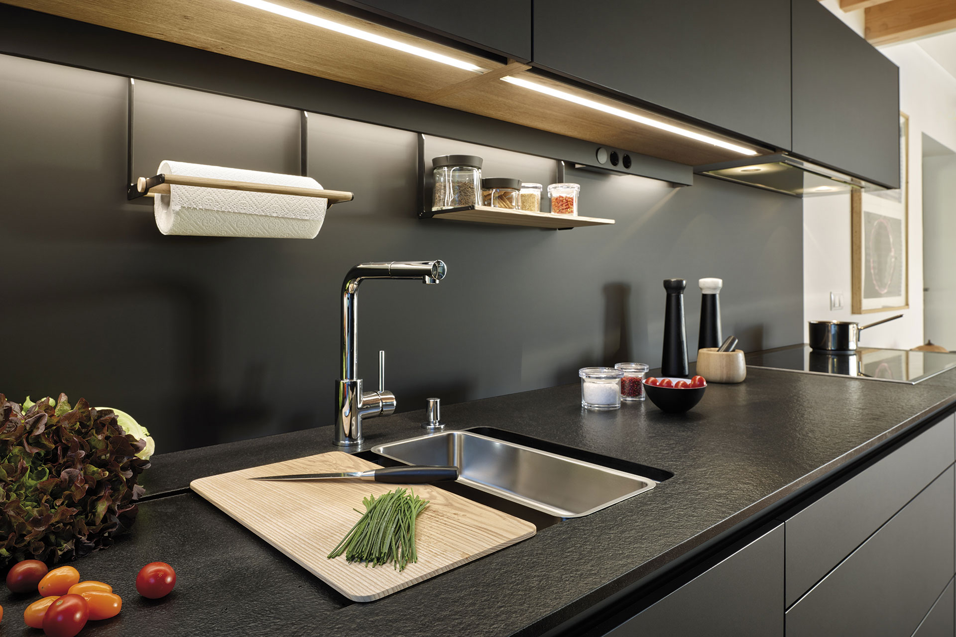 Tendencias: cocinas negras | Modelo LINE LAH laminado Negro Seda | Cocinas Santos | Santiago Interiores