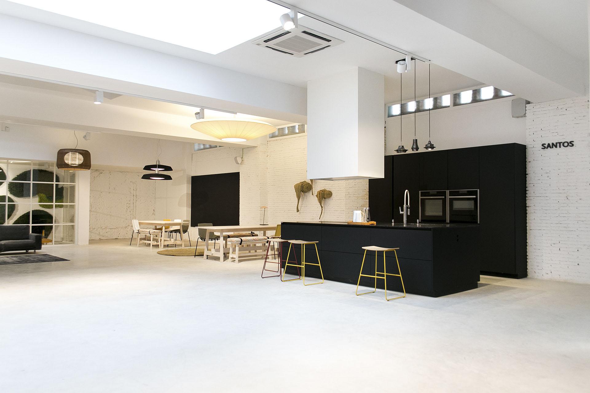 Cocinas negras con isla Santiago Interiores