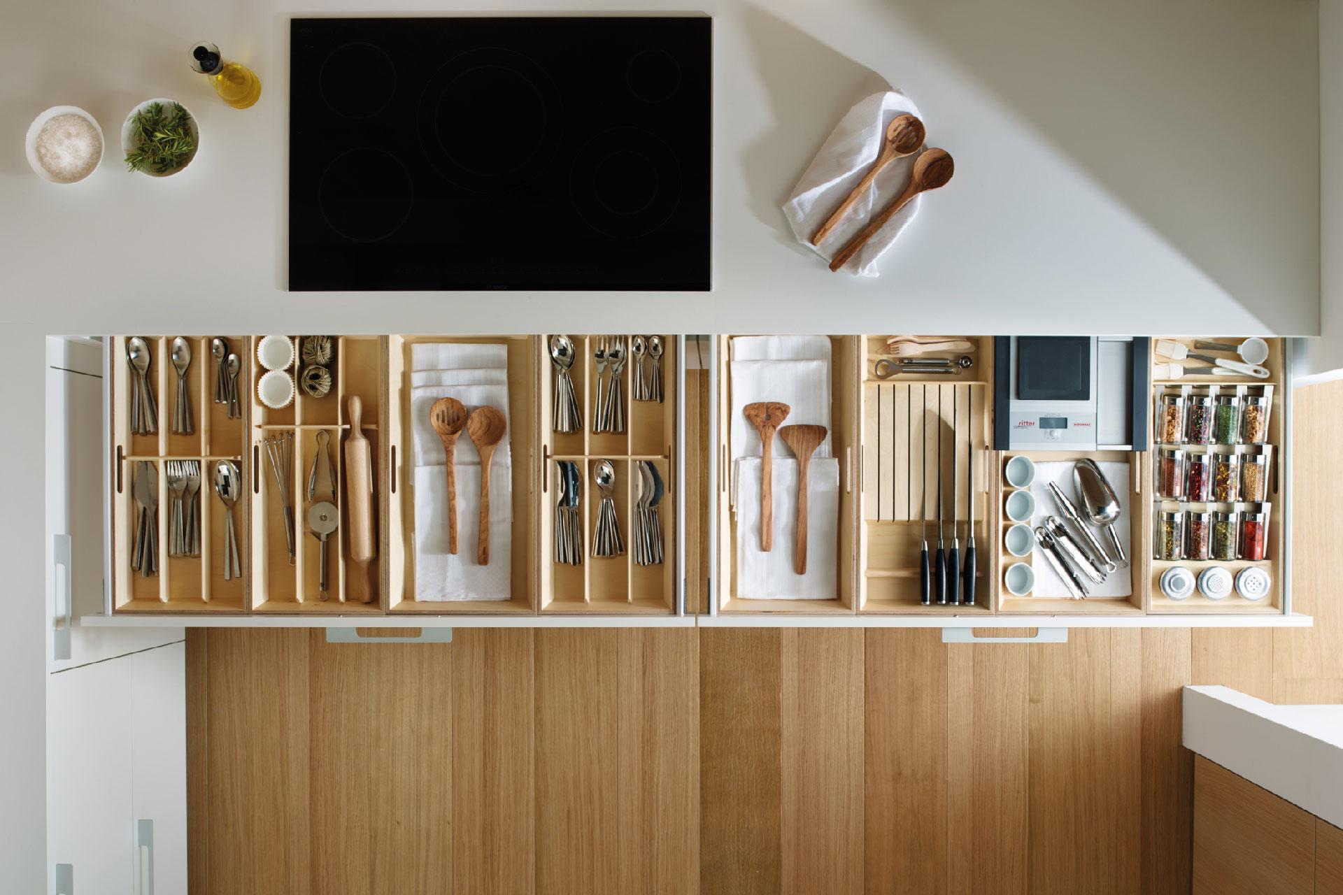Accesorios para tu cocina Santos: orden y belleza   Cubertero, especiero, bandejas   Santiago Interiores