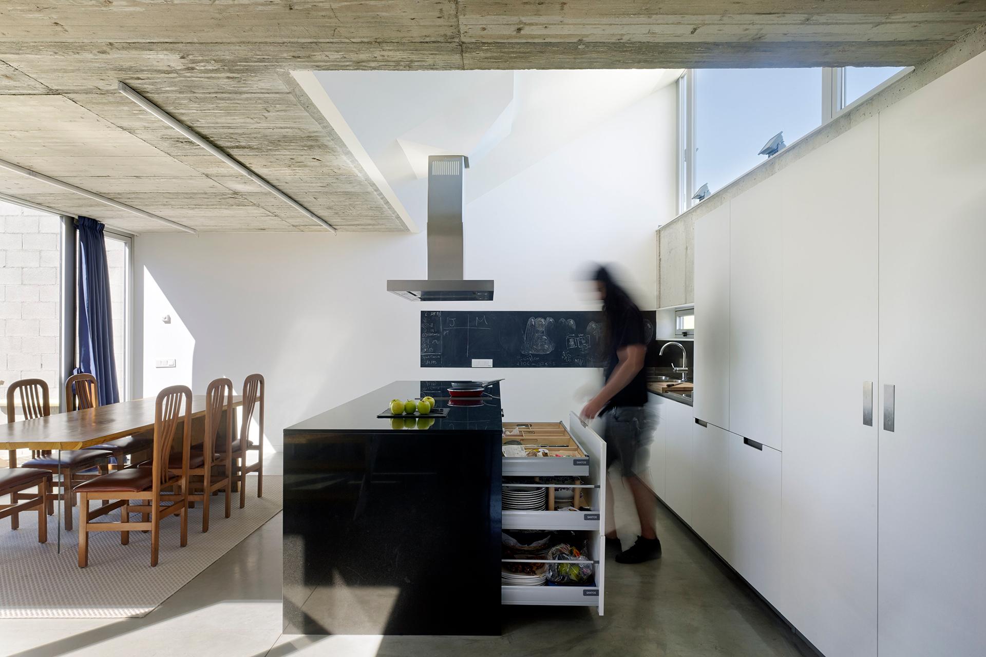 5 ideas para distribuir la cocina | Con isla | Cocinas Santos | Santiago Interiores