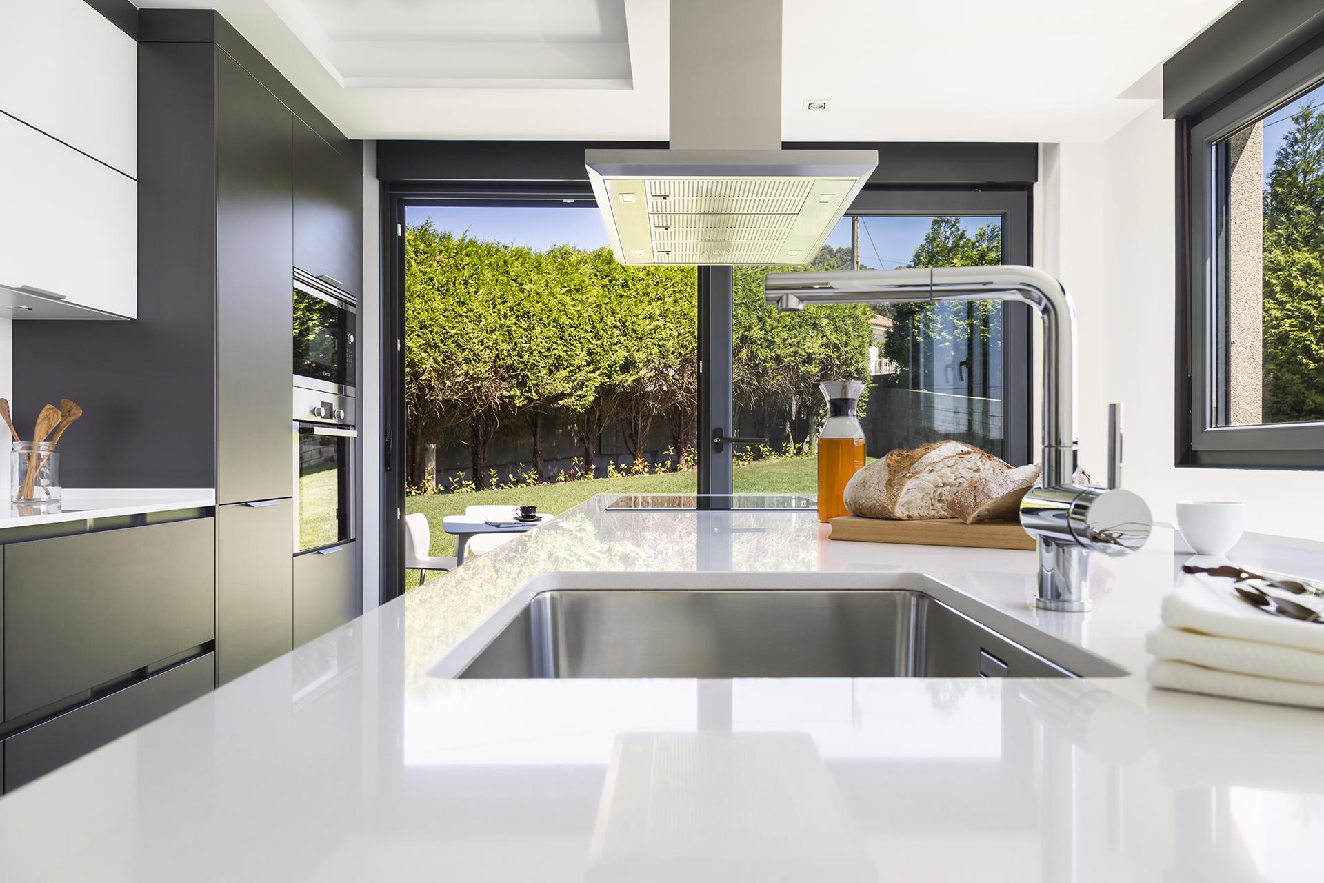 Cocina abierta al jardín Santiago Interiores