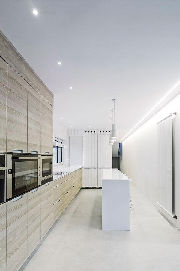 Cocinas Santos | Proyectos de cocina en L | Santiago Interiores