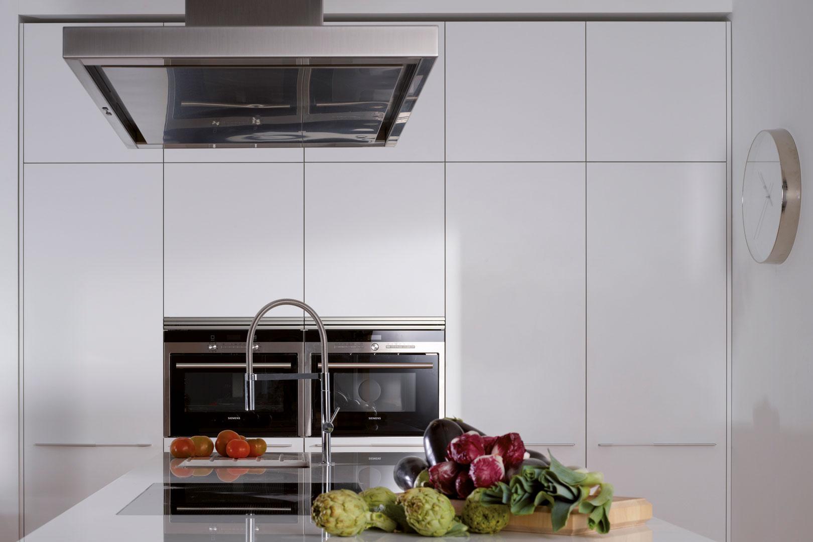 Electrodomésticos integrados: espacios limpios y armónicos | INTRA-L | Cocinas Santos | Santiago Interiores