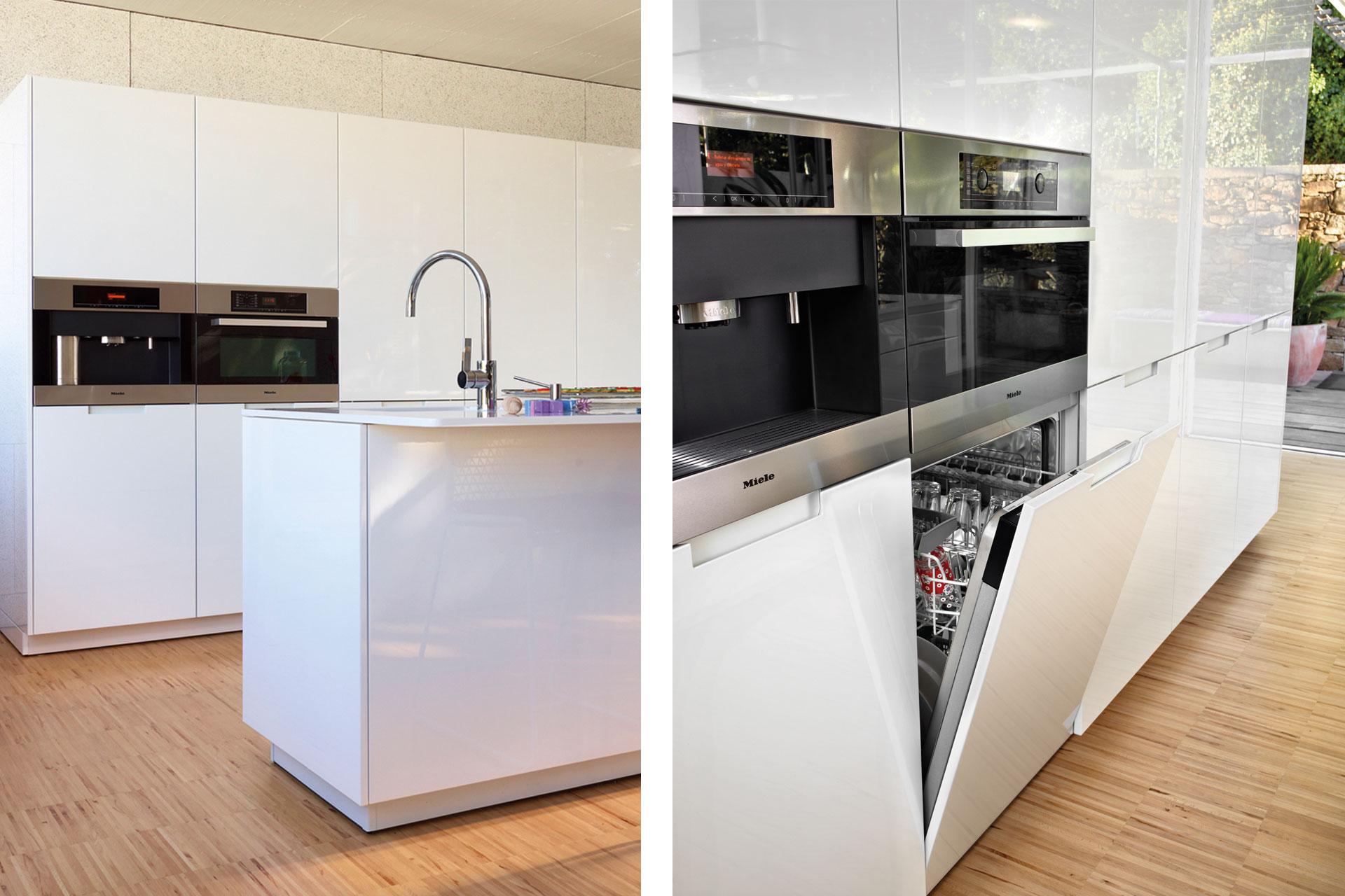 Electrodomésticos integrados: espacios limpios y armónicos   Lavavajillas   Cocinas Santos   Santiago Interiores