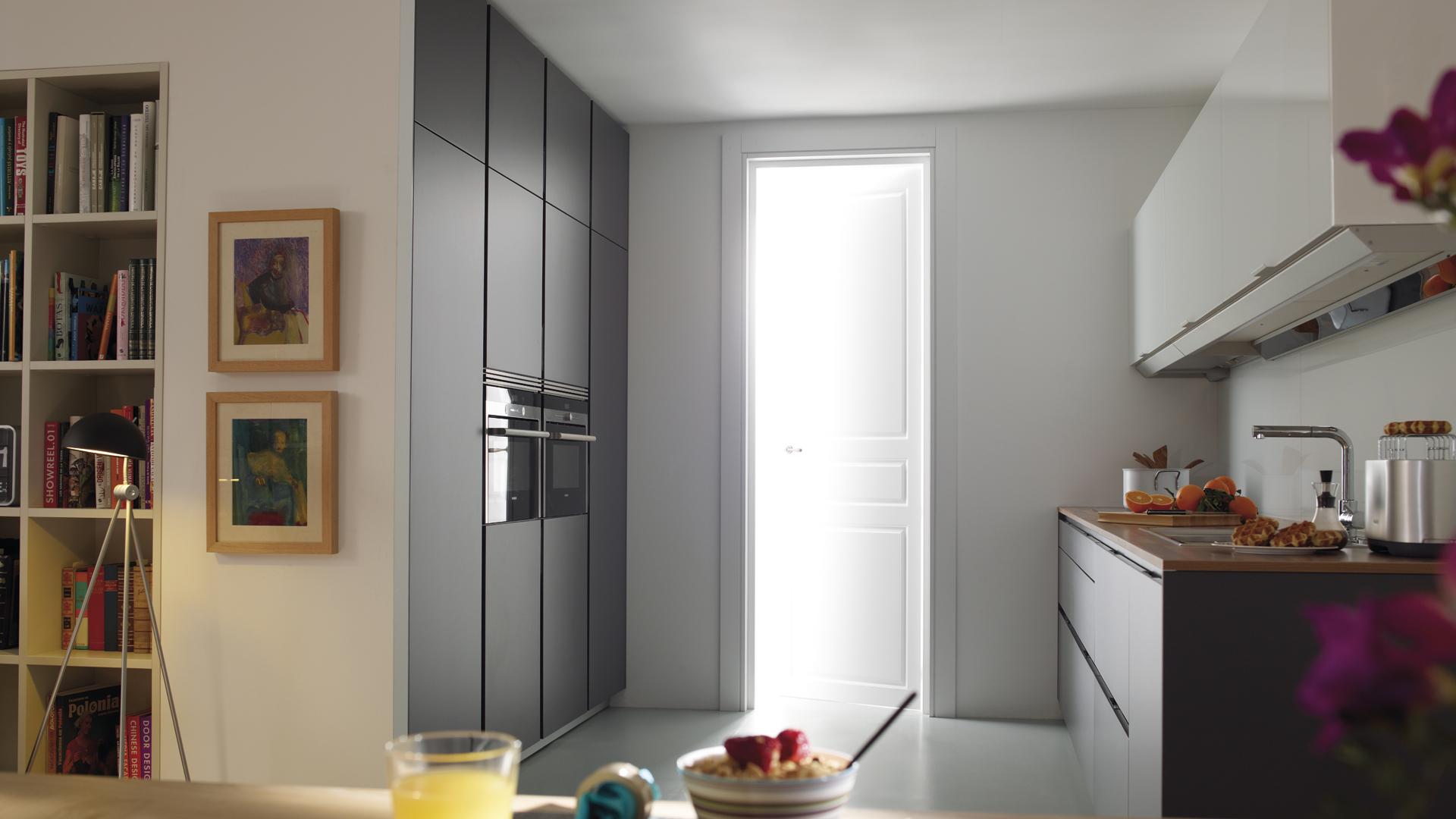 Cocinas en paralelo en espacios abiertos