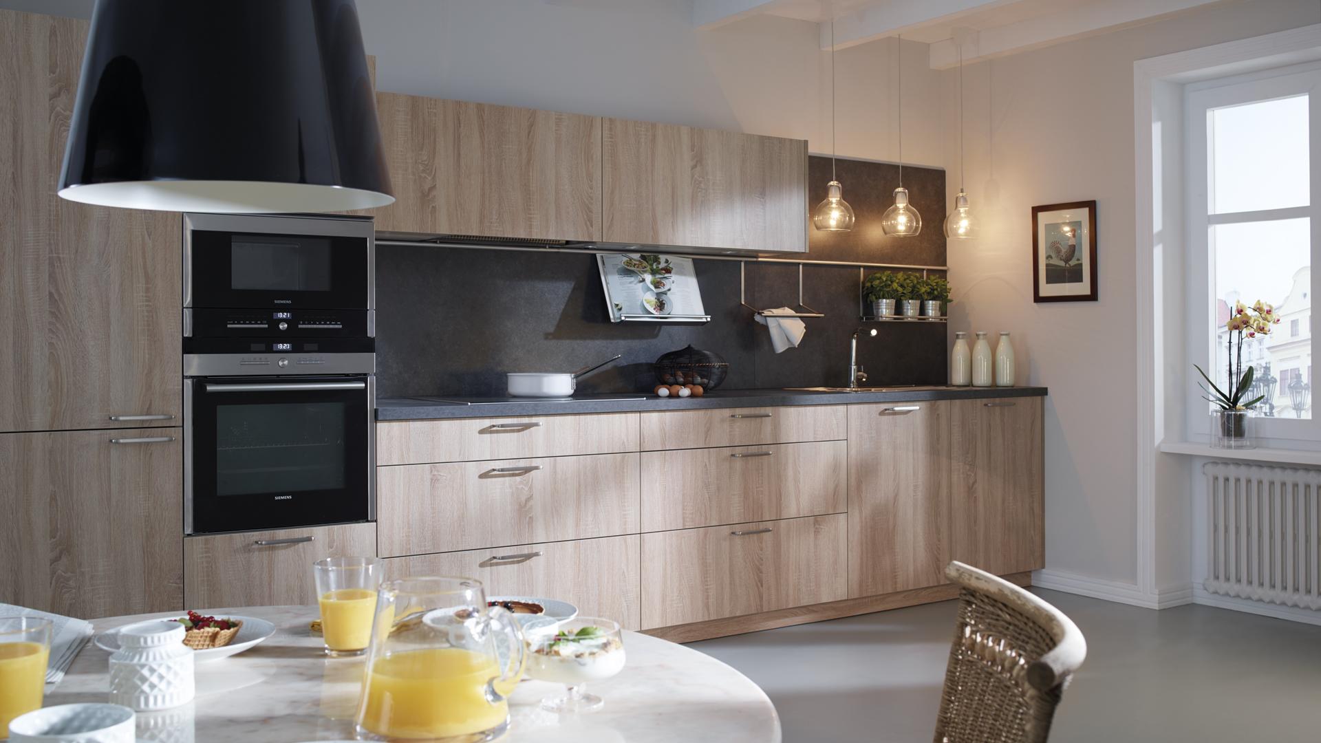 Distribución de cocina lineal sencilla y actual Santiago Interiores