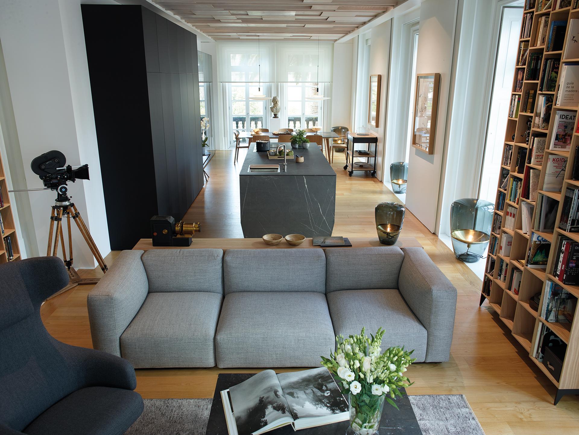 Cocinas abiertas al salón con Isla y muebles integrados Santos