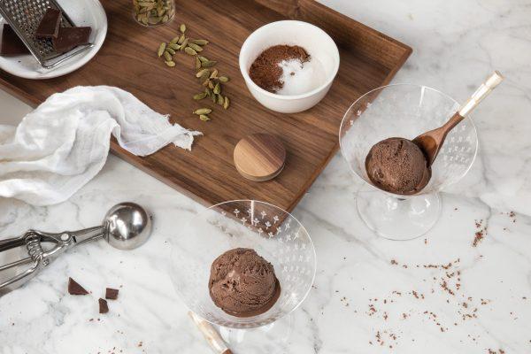 Helado de chocolate y cardamomo