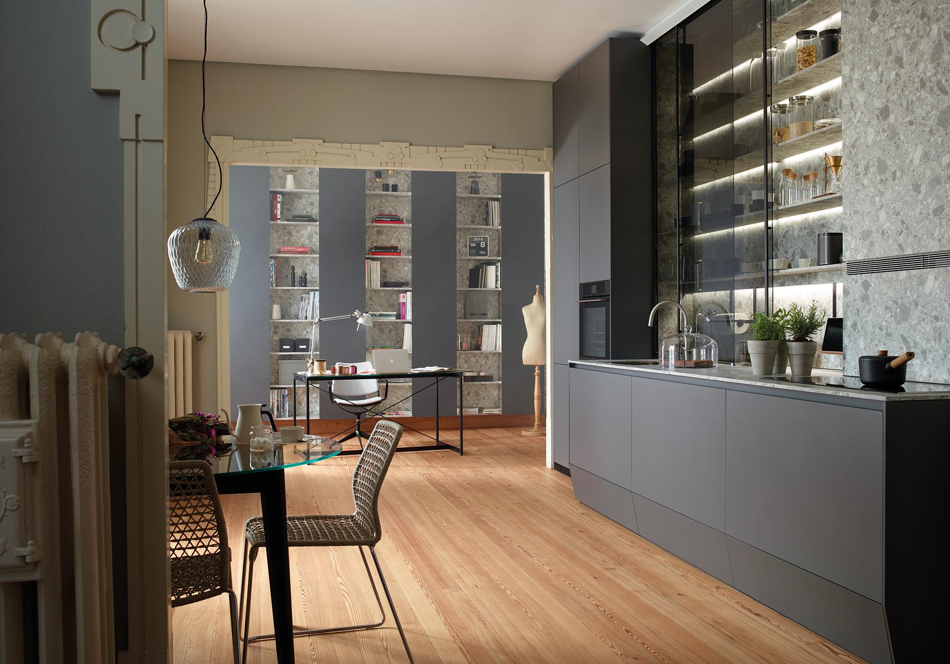 Cocina gris abierta y luminosa Santiago Interiores