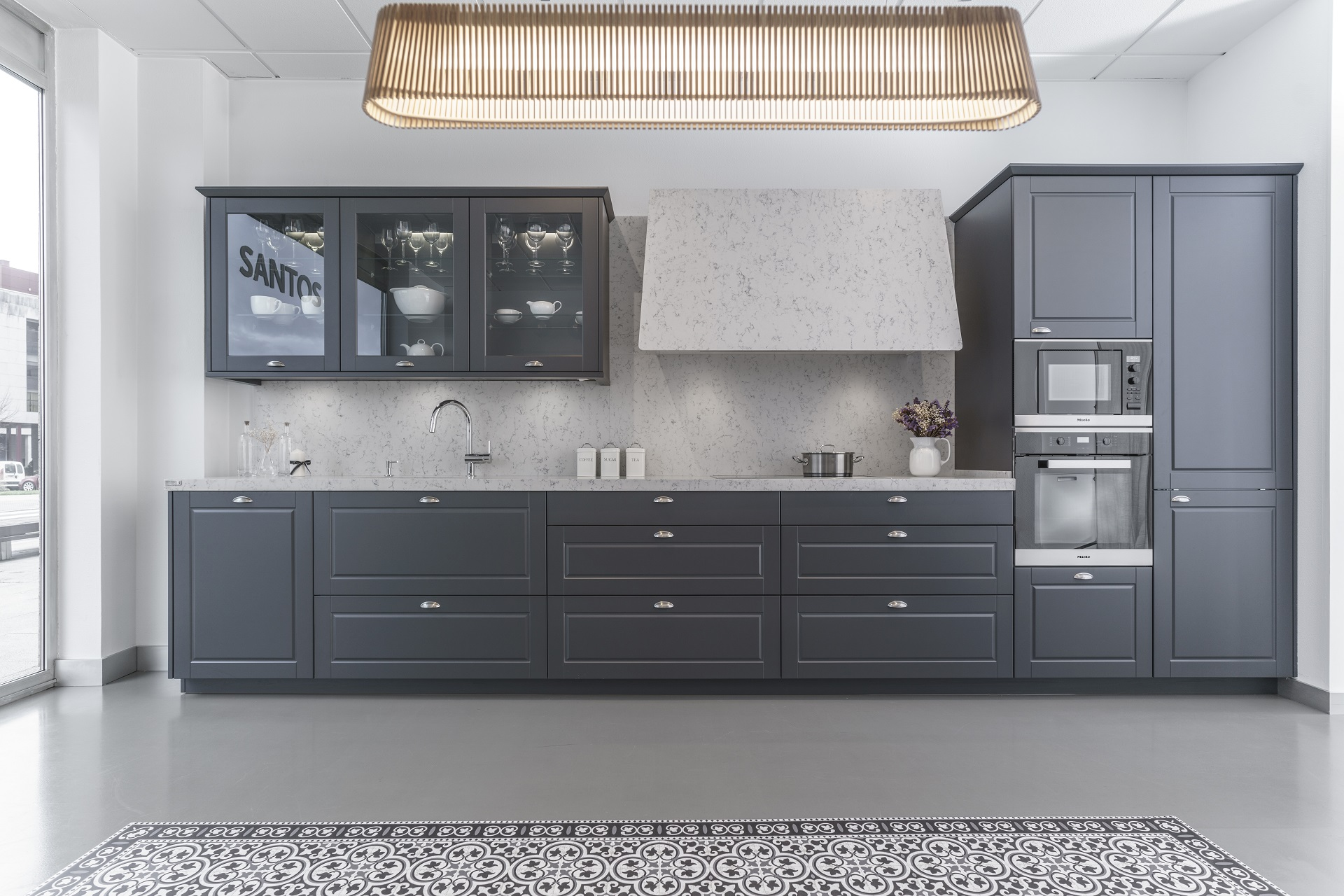Cocina gris Santiago Interiores