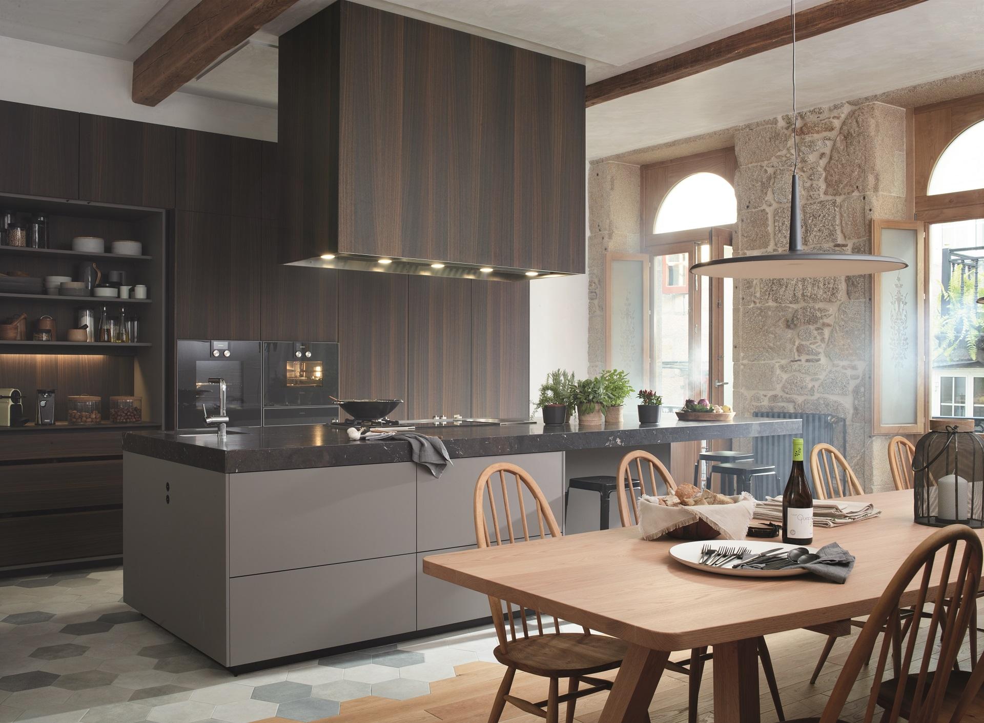 Cocinas rústicas con barra Santiago Interiores