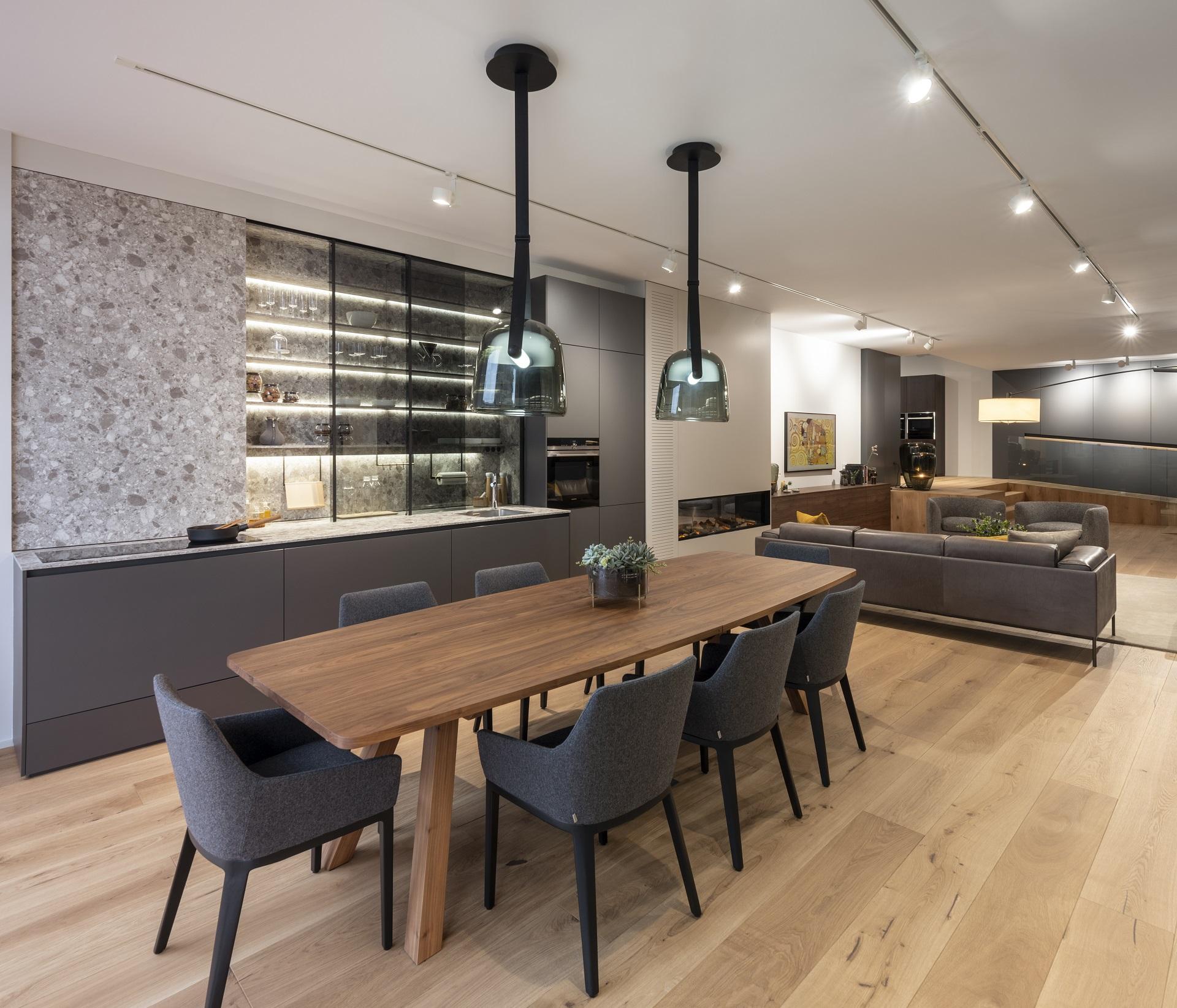 Exposición cocina lineal FINE en Santiago Interiores