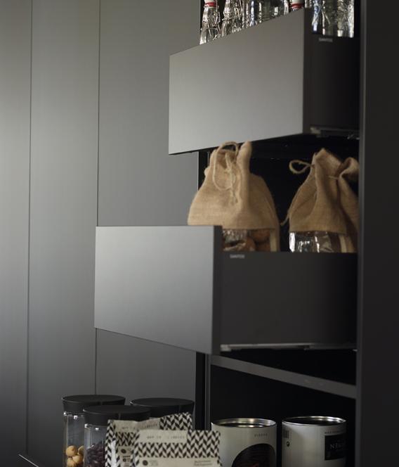 Cajones mueble columna en cocina abierta al comedor