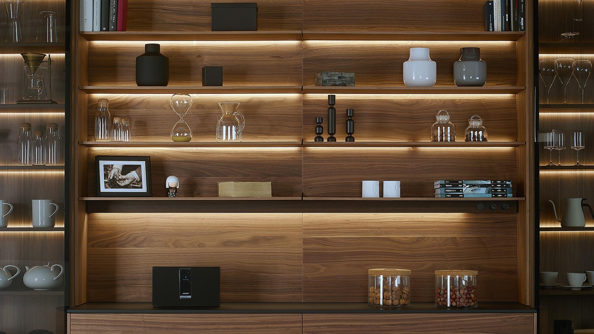 Reformar tu cocina con panel con baldas Santiago Interiores