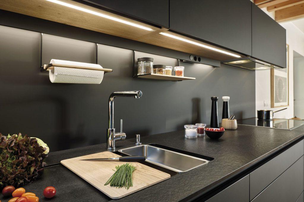 Iluminación luces LED bajo muebles de cocina Santos