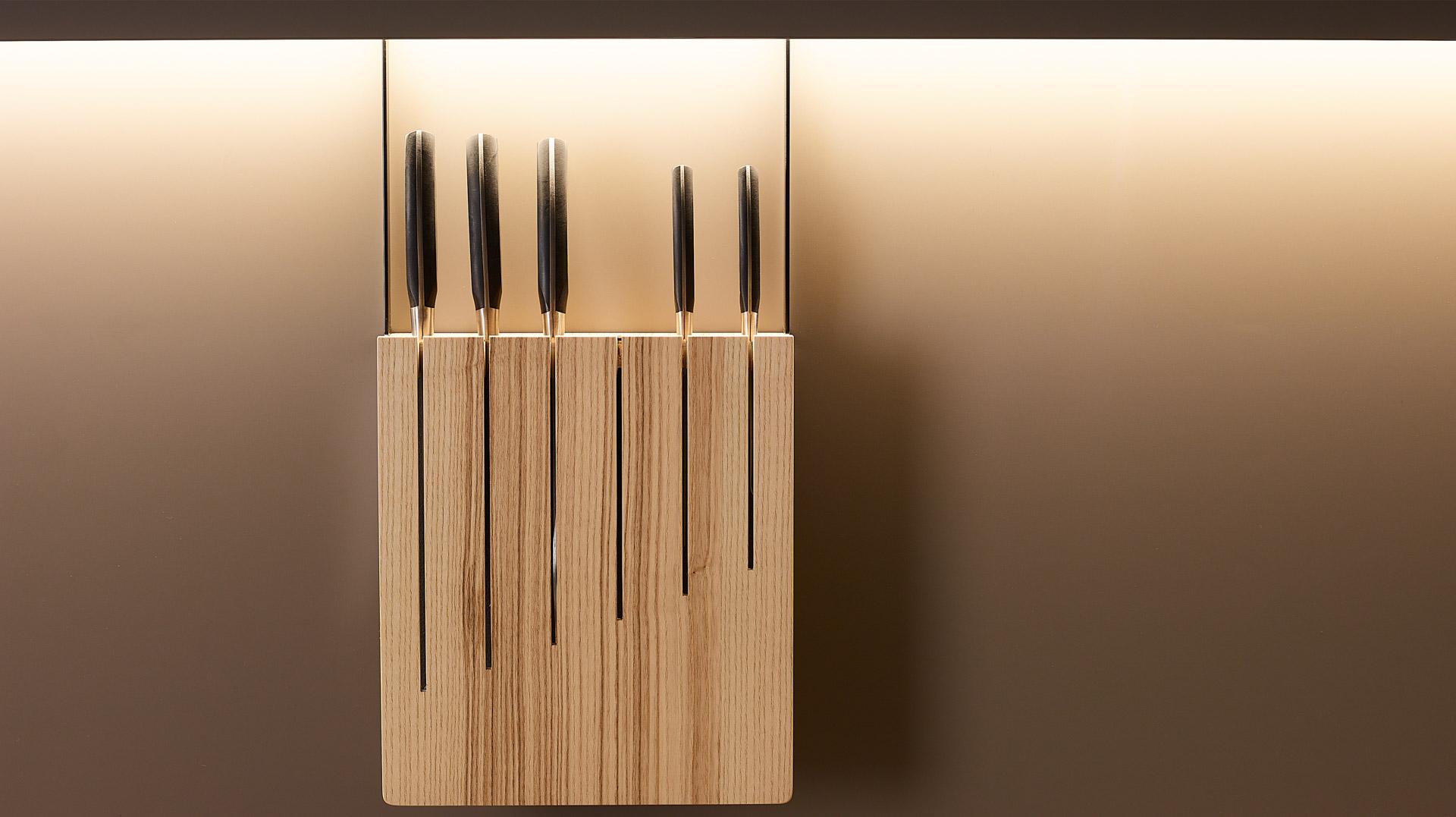 Cuchillero en madera de fresno olivo. Accesorios Santiago Interiores