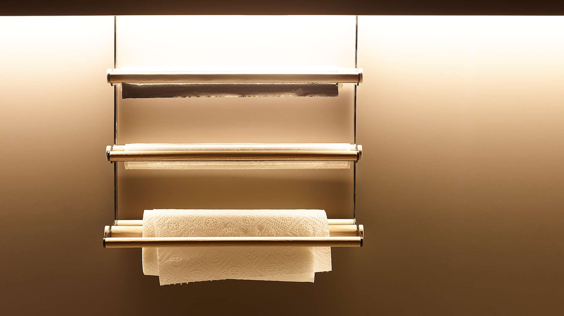Portarrollos en madera de fresno olivo. Accesorios Santiago Interiores