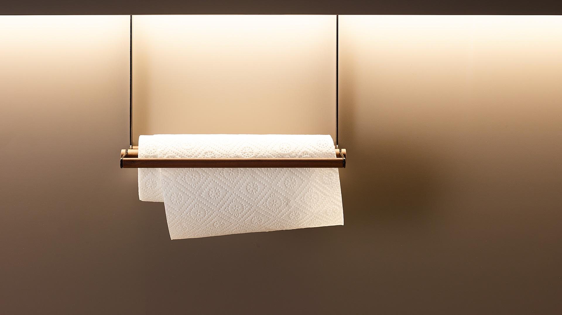 Portarrollos para papel de cocina en madera de nogal. Accesorios Santiago Interiores