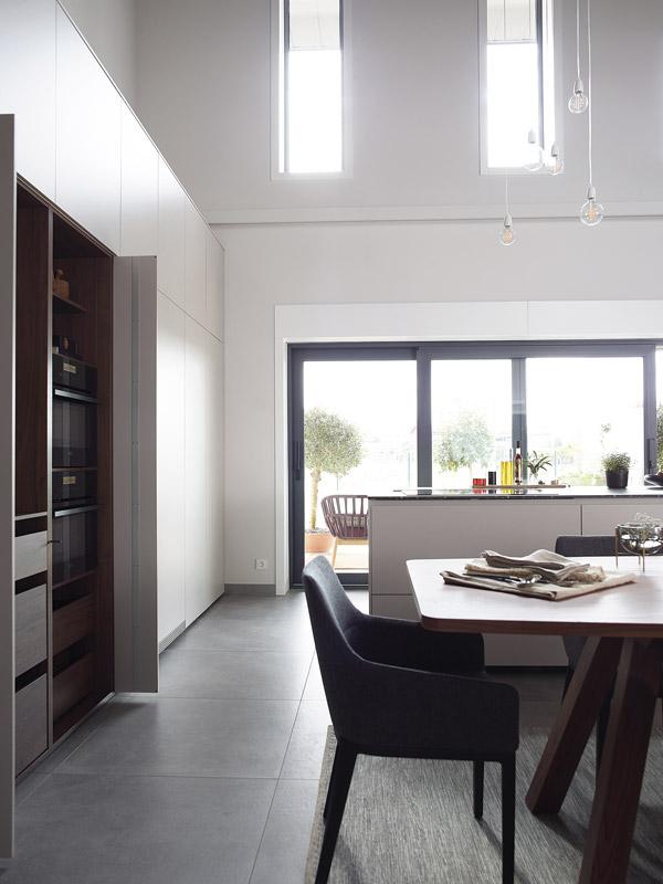 Cocina con isla lateral. Santiago Interiores