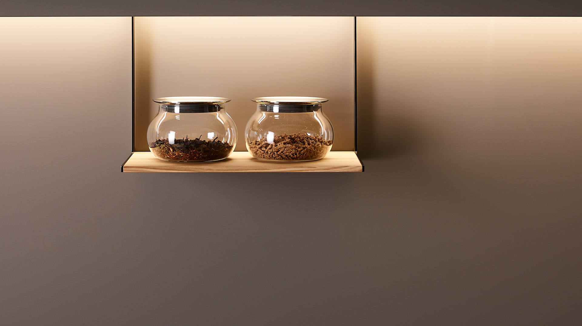 Estante multiusos en madera de fresno olivo. Accesorios Santiago Interiores