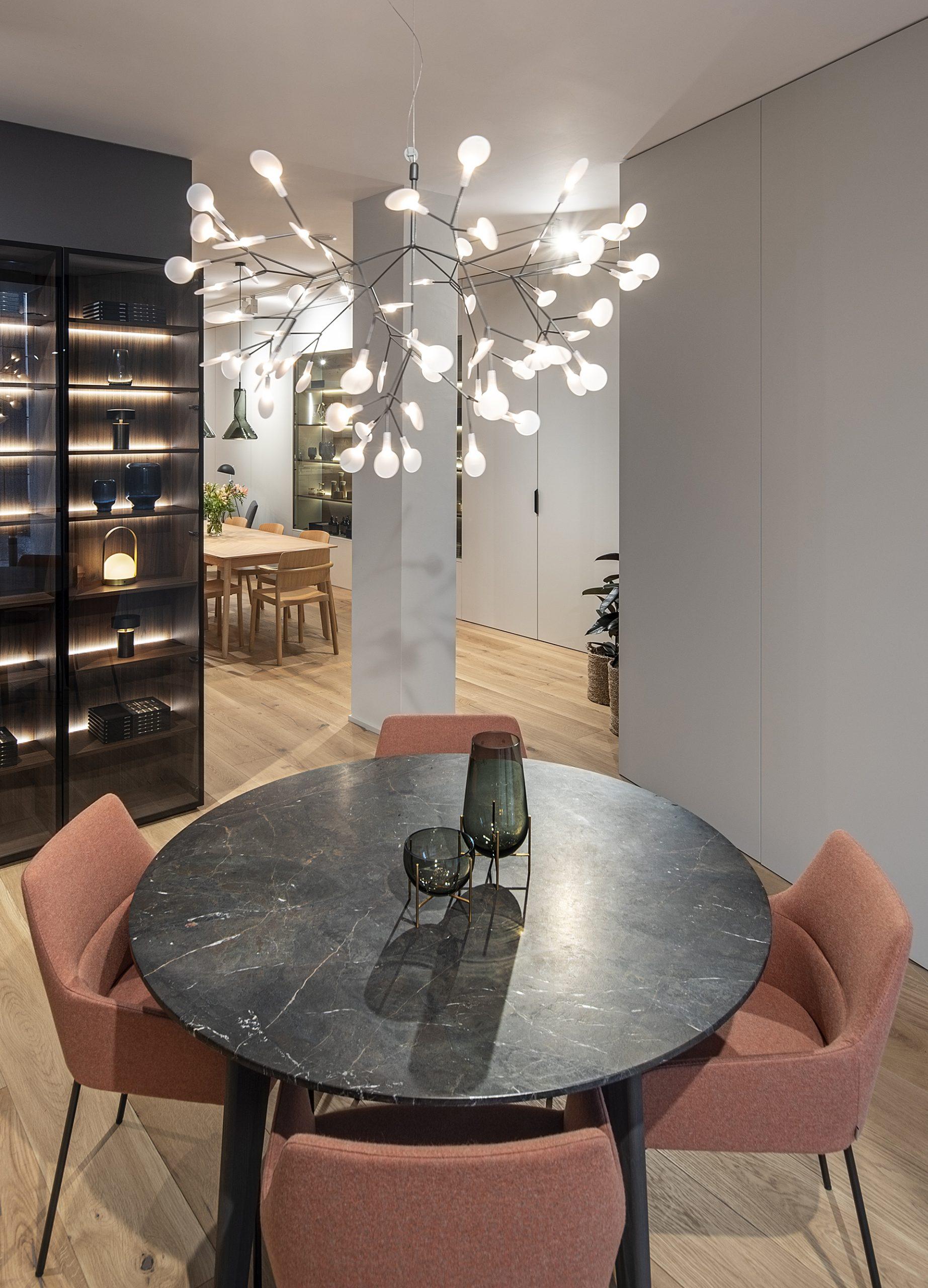 Más complementos en Santiago Interiores. Mesas para la cocina