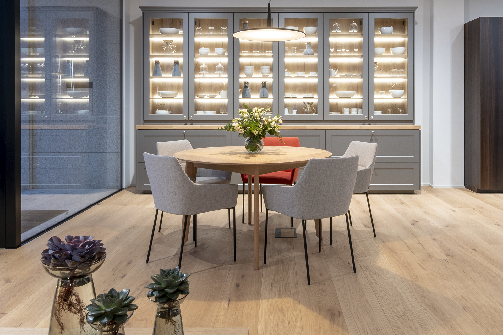 Más complementos en Santiago Interiores. Mesas de diseño exclusivo