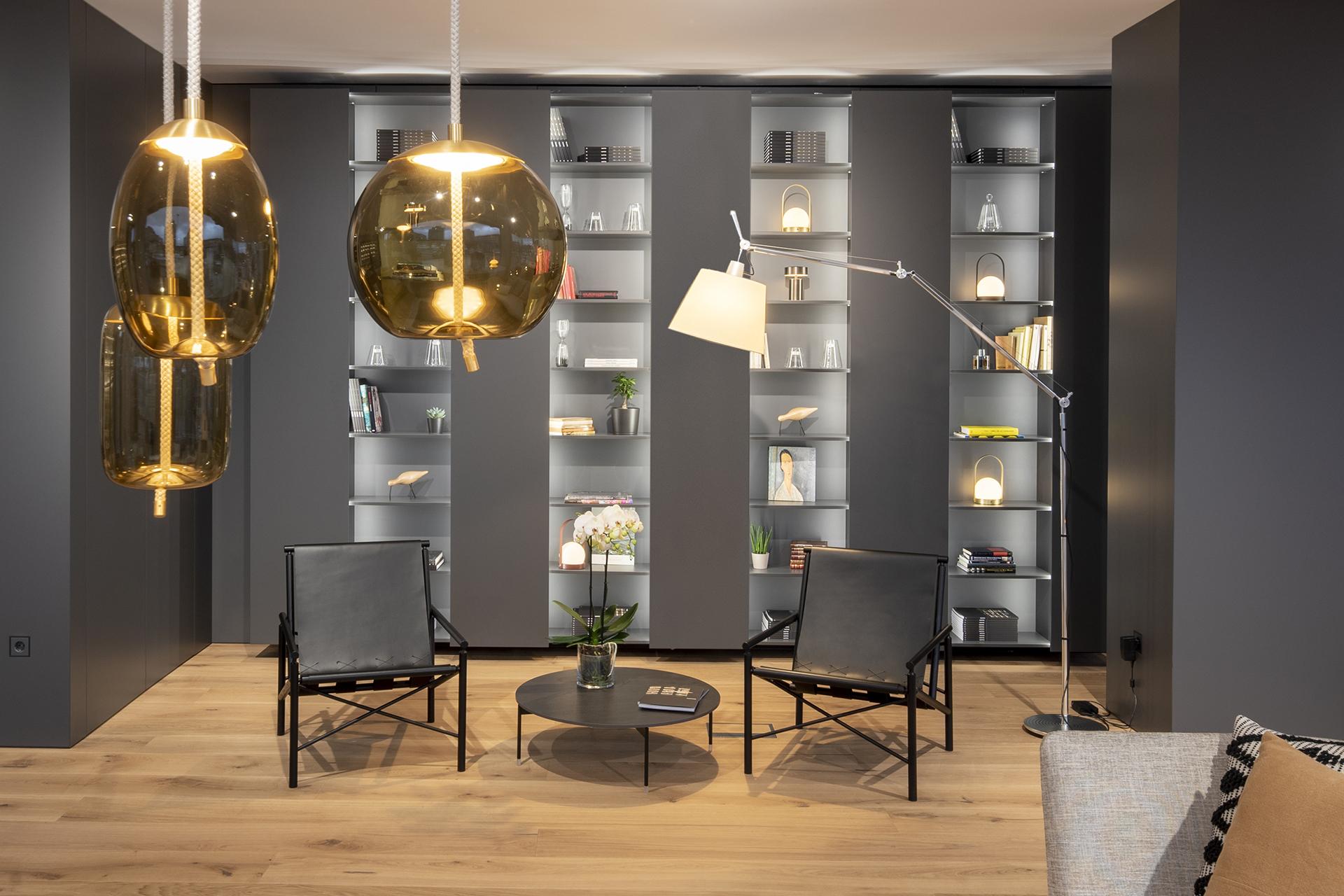 Muebles de Hogar en Santiago Interiores. Estanterías y Vitrinas