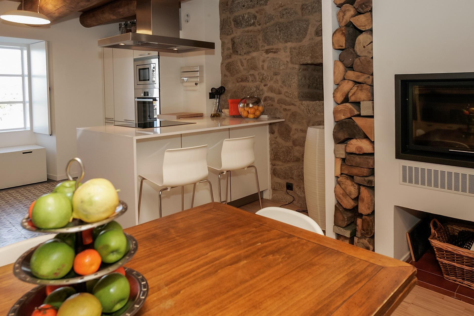 Cocinas rústicas con encanto con madera y piedra Santos
