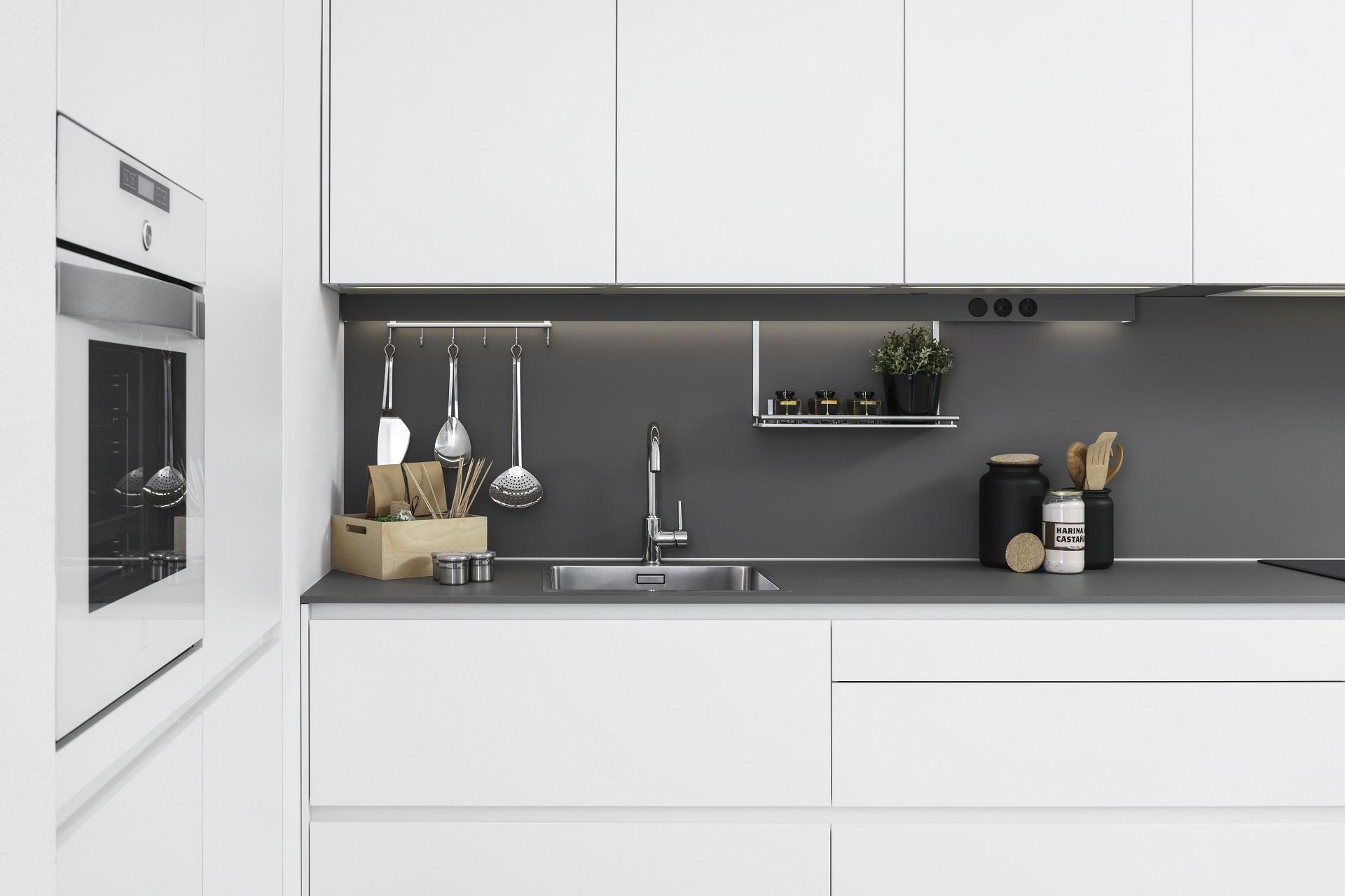 Cociña branca e mesado gris Santos